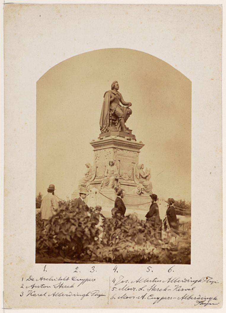 De onthulling van het beeld van Vondel in het latere Vondelpark. Foto Stadsarchief Beeld