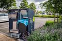 Mr Fill, de duurzame, zelfpersende afvalbak, aan de binnenzijde, met een volautomatische elektrische pers, vervaardig uit 100 procent RVS. De ingebouwde vulgraadsensor meet de diepte en het opgevangen afval in de container, zodat het afval gecomprimeerd wordt.