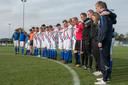 Spelers van het eerste elftal van vv Bruchterveld hielden twee weken na het ongeluk een minuut stilte.