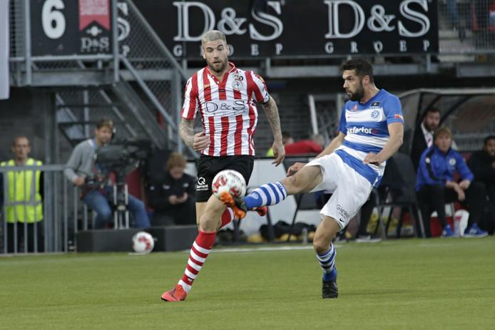 Sven Nieuwpoort (rechts) heeft met SC Cambuur een nieuwe club gevonden.
