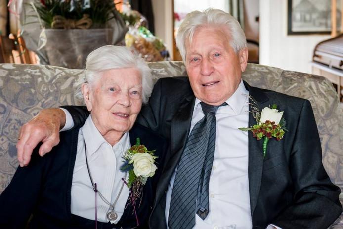 Het echtpaar Wolterink uit Rijssen is 65 jaar getrouwd.