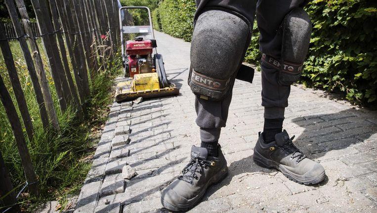 Zware beroepen zijn bijvoorbeeld loodgieters, onderhoudsmedewerkers, stratenmakers en werknemers in de bouw. Beeld anp