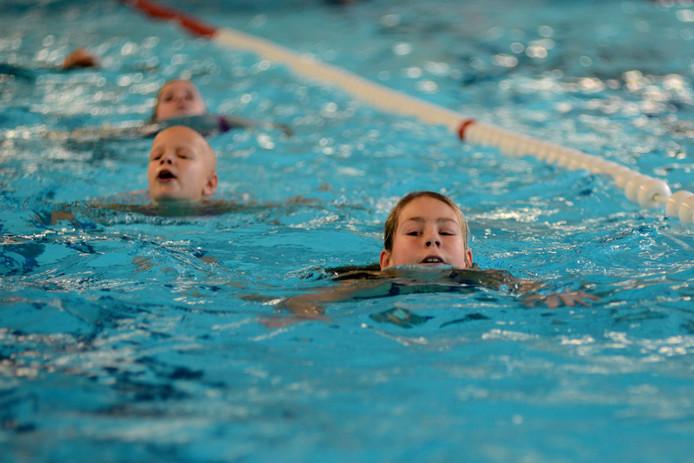 Zwembad Het Baken in Zeewolde wordt volgend jaar zomer gesloopt. Anderhalf jaar later moet er een nieuw zwembad zijn.