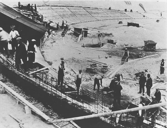 Het stadion in aanbouw, eind jaren dertig van de vorige eeuw.