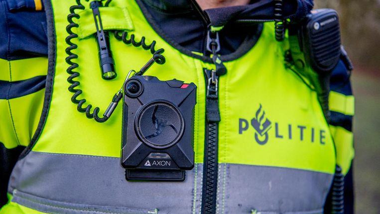 Bodycam op de borst van een politieagent Beeld Robin Utrecht