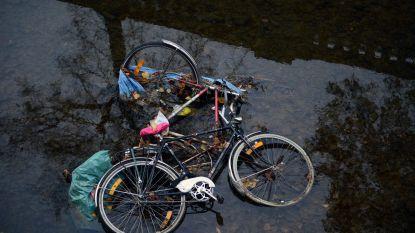 Studenten betrapt terwijl ze zes fietsen in Dijle gooien