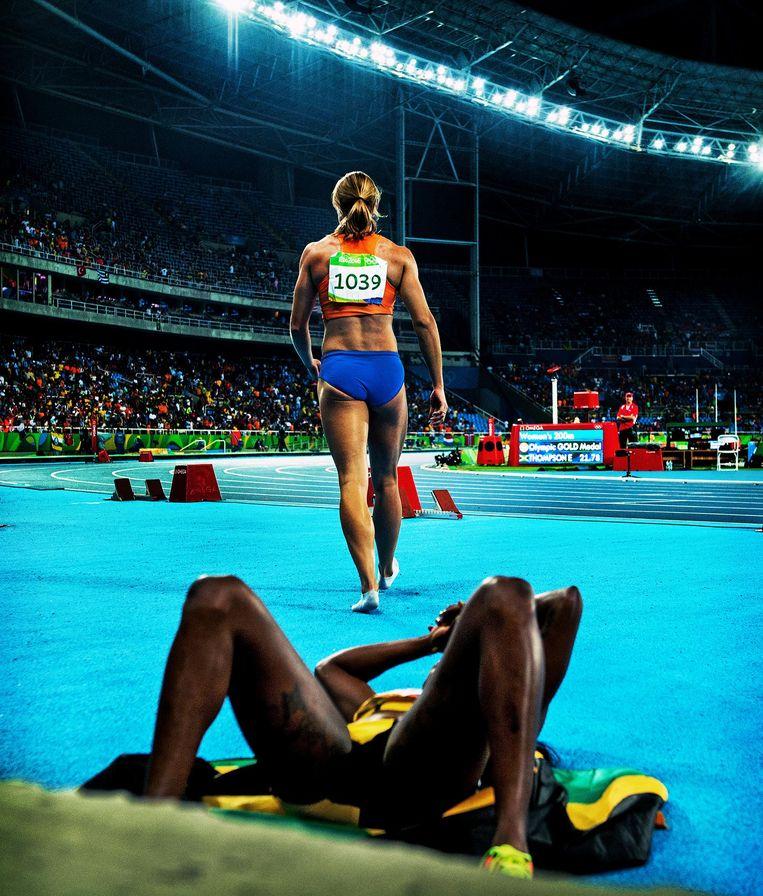 Dafne Schippers na de 200 meter finale. Beeld Klaas Jan van der Weij
