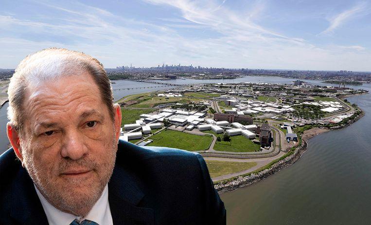 Harvey Weinstein met op de achtergrond Rikers Island.