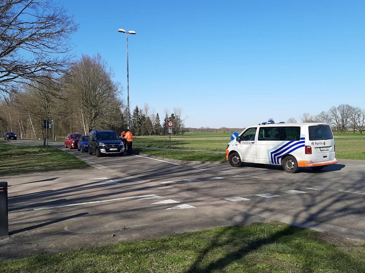 Grenscontrole op de Maastrichterweg tussen Valkenswaard en Achel (B).