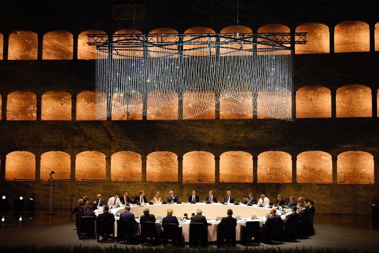 De leiders van de EU dineren tijdens een EU-top in Salzburg, september 2018. Beeld Dario Pignatell