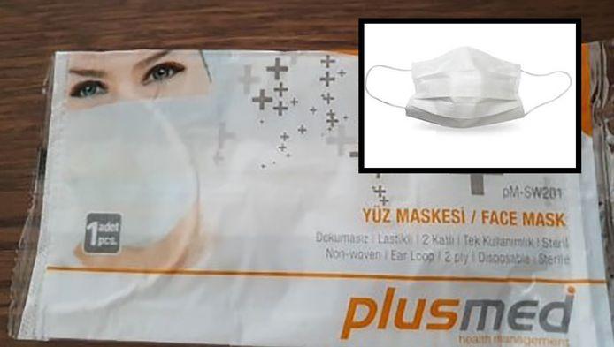 Het geleverde mondkapje is niet meer dan een tissue met een touwtje eraan. Foto-inzet: het mondkapje waarmee werd geadverteerd.