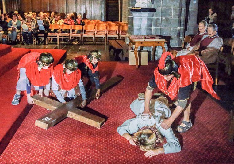 De Passietocht in Ieper begon en eindigde in de Sint-Jacobskerk.