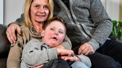 """Ouders van kindje met Down trekken aan alarmbel: """"Geen opvang tijdens de vakantie voor kinderen zoals Cedric"""""""