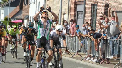 """Winnaar oefenkoers in Iddergem schenkt bloemen aan ouders van Niels de Vriendt: """"Ik zie ons nog altijd lachen tijdens de training"""""""