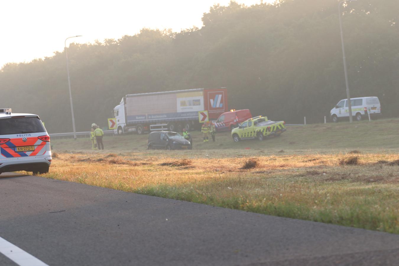 De auto sloeg meerdere malen over de kop op de A1 bij Apeldoorn-Zuid.