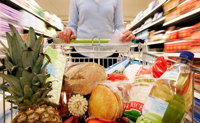 In Ommen gaan vanaf 22 december de supermarkten elke zondagmiddag open. Foto ter illustratie