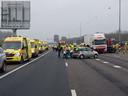 Door het ongeluk is de A16 richting Rotterdam afgesloten.