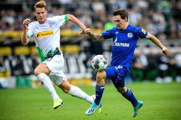 Benito Raman in het shirt van Schalke 04.