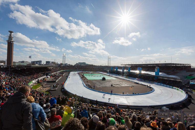 Schaatsers toejuichen in het Olympisch Stadion Beeld Coolste Baan van Nederland
