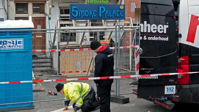 Salvage is zondagmiddag druk bezig Smoke Palace te dichten.