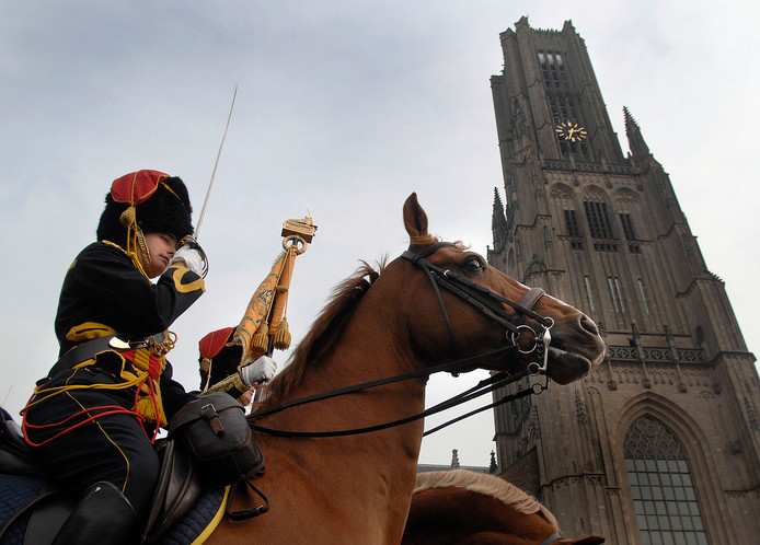 Archiefbeeld van een Gele Rijder op het Kerkplein in Arnhem.