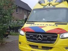 Boze reacties op ongeduldige automobilist die ambulancepersoneel uitfoetert: 'Kan ik er nu door?'