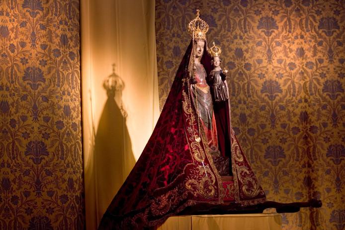 Het beeld van de Zoete Moeder in de Sint-Jan.