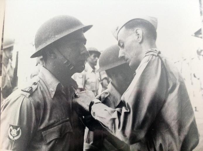 De vader van Jack Muller (l) als militair.