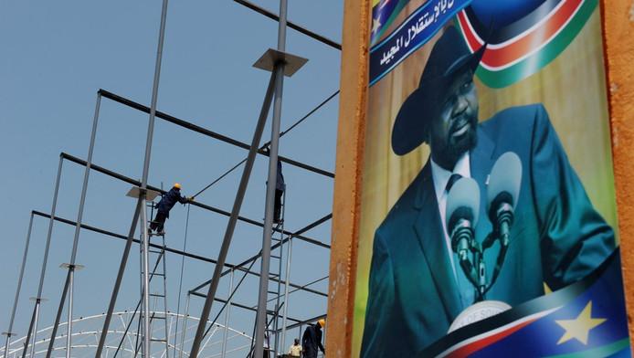 Een groot bord van Silva Kiir, de eerste president van Zuid-Sudan, prijkt in Juba.