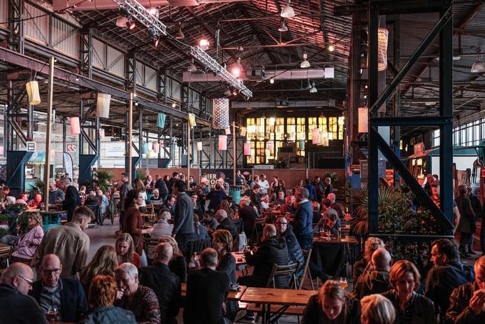 Regionaal bier en 'food'uit alle winsteken in de SSP Hal op het DRU Industriepark.