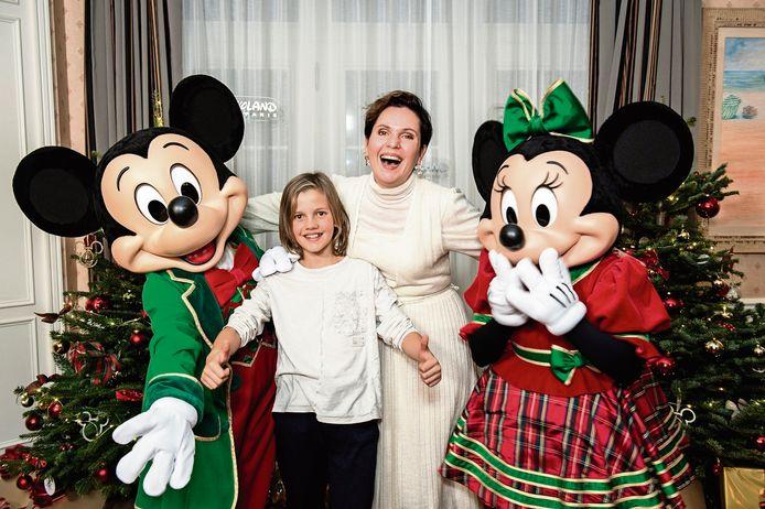 """""""Als ik Mickey Mouse zie, word ik opnieuw een klein meisje datbegint te zwaaien en lachen"""", zegt Caroline."""