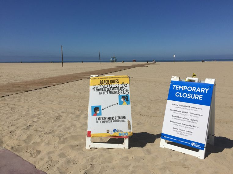 Een leeg strand bij Santa Monica. Beeld Mari Meyer