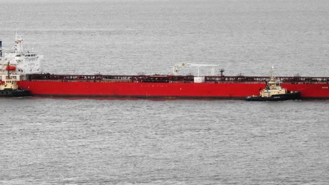Libische olietanker vaart urenlang zigzag voor Britse kust nadat er verstekelingen aan boord worden gevonden