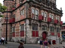 Schade aan stadhuis door Kerkplein-klus