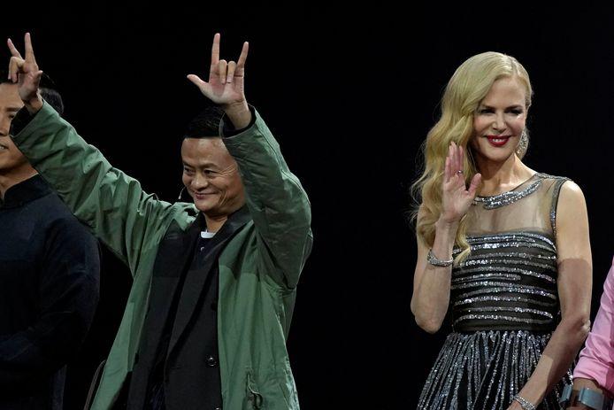 Nicole Kidman tekent present tijdens een heuse show rond 'vrijgezellendag'.