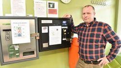 Oplichters manipuleren geldautomaat om wassalon te plunderen
