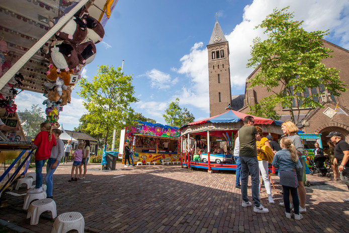 De Markt in Waalre is heel geschikt voor een kermis, vinden de exploitanten.