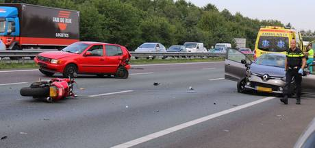 Rijstroken A12 dicht na ongeval met auto's en motor bij knooppunt Grijsoord