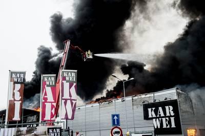 bb8dcb8fed6 Wat precies de oorzaak van de allesverwoestende brand bij Karwei afgelopen  dinsdag is geweest, is niet meer te achterhalen. Eventuele aanwijzingen die  daar ...
