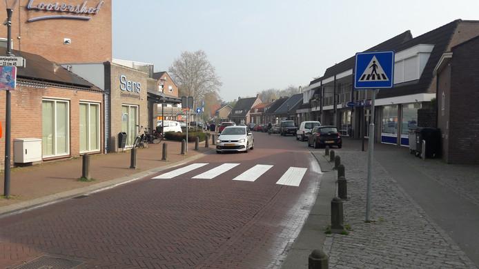 Ook dit zebrapad richting winkelcentrum Looiershof blijft liggen.