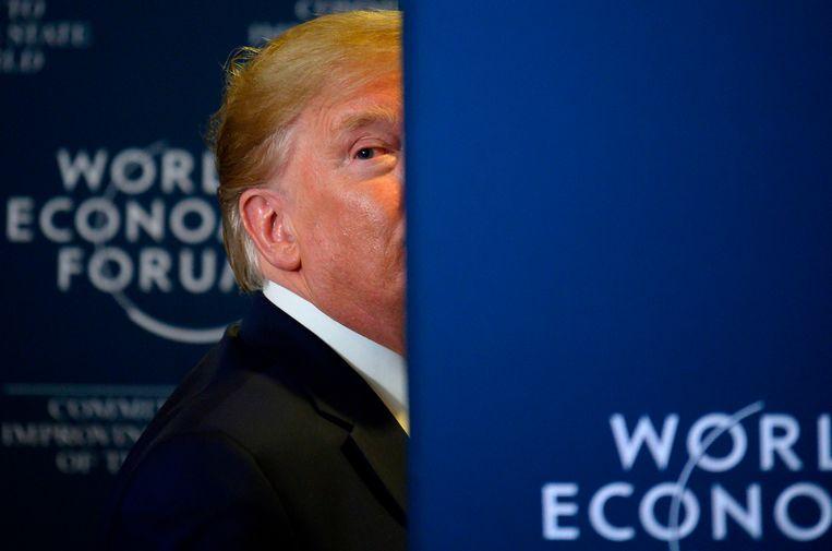 Donald Trump na de persconferentie op het World Economic Forum in Davos.  Beeld AFP