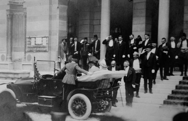 Aartshertog Frans Ferdinand en zijn echtgenote vijf minuten voor de aanslag.