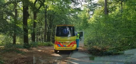 'Mountainbiker in bos wachtte ruim een uur op dolende ambulance'