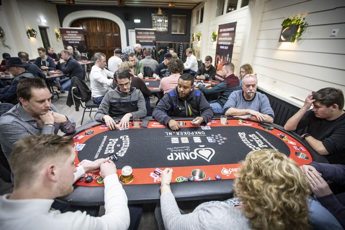 Toch nog drukte op het pokertoernooi in Oldenzaal zaterdagavond.