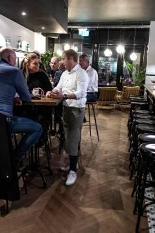 Bediening verdient een goed glas bij charmant James in Doetinchem