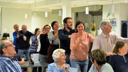 Cultuurraad laat bewoners WZC Egmont  plaatjes aanvragen en dansen