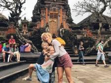 Jacqueline Govaert geniet van vakantie in Indonesië en Kluun vraagt zich af waar het is misgegaan