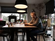 Het leven van cabaretier Thijs Kemperink staat al maanden stil: 'Ik zie niet veel meer dan Albergen'