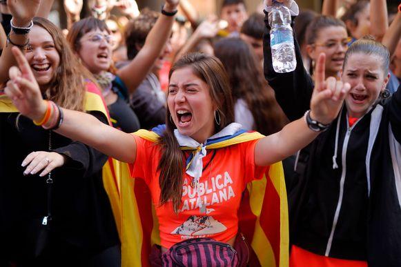 Ook de studenten protesteren vlijtig mee.