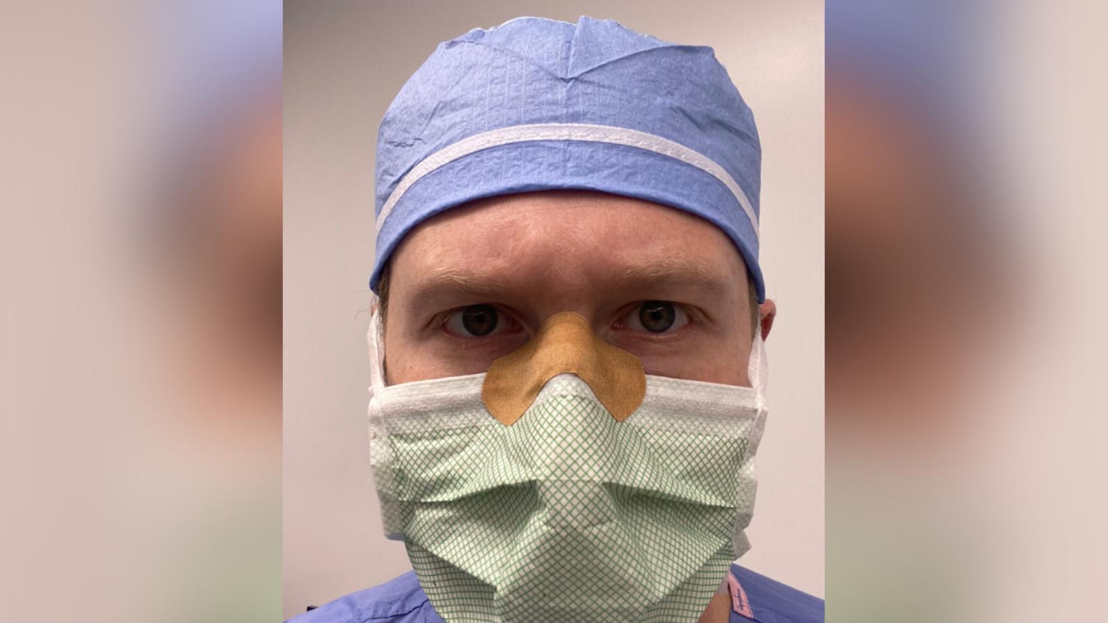 """Ce chirurgien a trouvé """"la"""" solution pour éviter la buée sur les lunettes  quand on porte un masque   Foto   7sur7.be"""